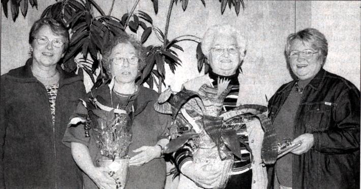 Vorsitzende Margot Jany-Milicevic mit den Geehrten Rosemarie Herrlein, Anni Dörr und Monika Volk (von links). Bild: Wagner