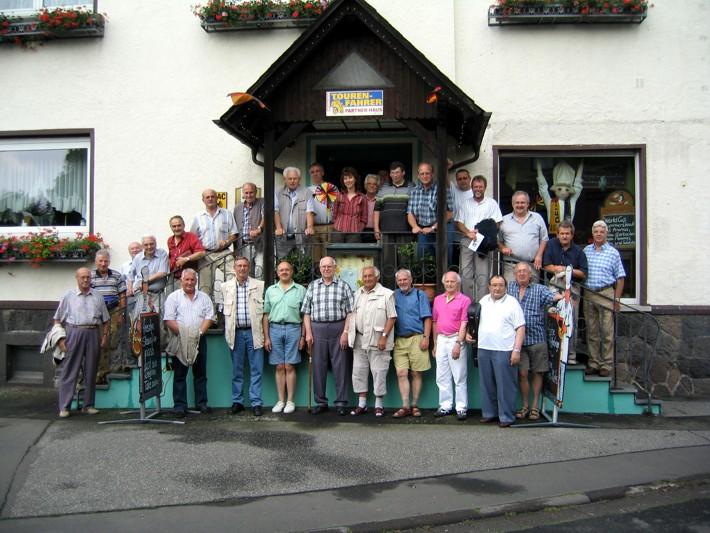 Die Teilnehmer des Chorwochenendes mit ihrer Chorleiterin Renate Schygulla (obere Reihe, Mitte)