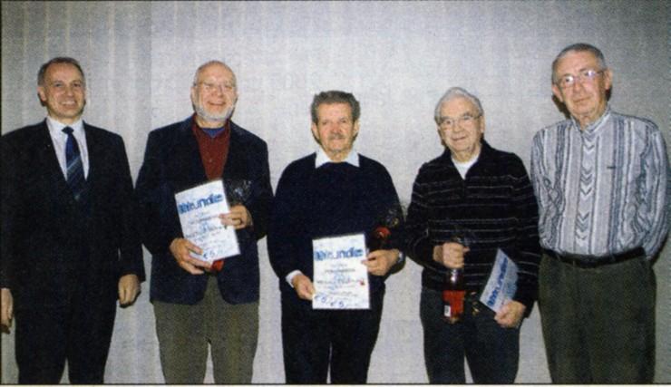 Vorsitzender Frank Steinmüller mit den Geehrten: Burkhardt Böttcher, Werner Drehwald, Karl Franz und der Kassierer Karl Döring (von links). Bild: Rüger