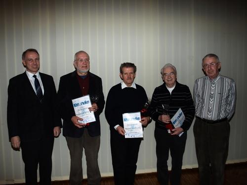 Die Geehrten der Sängervereinigung »Eintracht Germania« (von links) mit dem Vorsitzende Frank Steinmüller, Burkhardt Böttcher, Werner Drehwald, Karl Franz und Kassierer Karl Döring. (Foto: dob)
