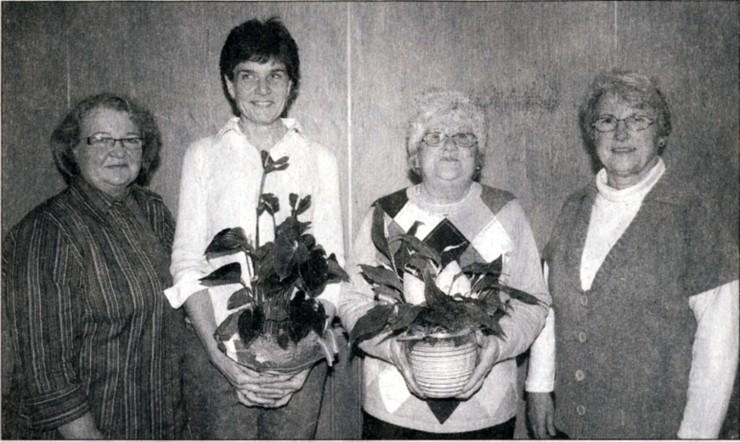 Die Vorsitzende Margot Jany-Milicevic (r.) und ihre Stellvertreterin Monika Volk (1.) ehrten die langjährigen Mitglieder Sabine Fink (2.v. 1.) und Erna Luh.Bild: Rüger
