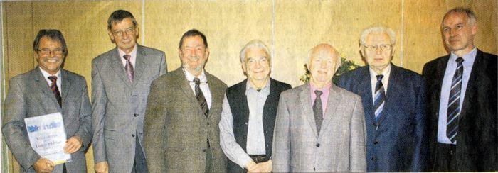Die Geehrten: (von links) Lothar Pfeiffer, Dr. Hans von Rechenberg, Jens Struckmann, Karl Franz, Hugo Stein, Ehrenmitglied Willi Henß mit dem Vorsitzenden Frank Steinmüller. Krankheitsbedingt fehlte Helmut Pfeiffer. (Foto: •siw)