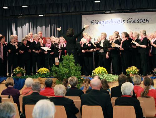 Die Sängervereinigung Eintracht-Germania Großen-Buseck feiert 2013 das 150-jährige Männerchor- und das 50-jährige Frauenchor-Bestehen. Am Freitag und Samstag war der Verein Gastgeber für das Beratungssingen des Sängerkreises Gießen. (Foto: rge)