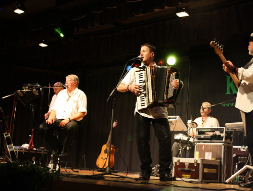 Gute Laune auf Platt verbreiten die Musiker der Mundartgruppe Kork aus Ruttershausen. (Foto: siw)