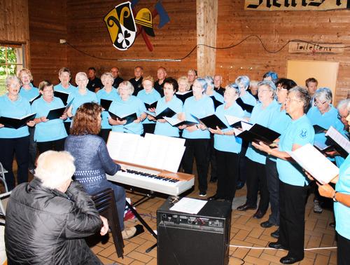 Der Gesamtchor der Eintracht-Germania Großen-Buseck unter Leitung von Renate Schygulla © Siglinde Wagner