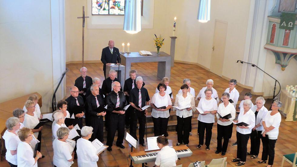 Zwei Chöre der Sängervereinigung Eintracht-Germania Großen-Buseck singen in der Konzertkirche in Nierstein. (Foto: pm)